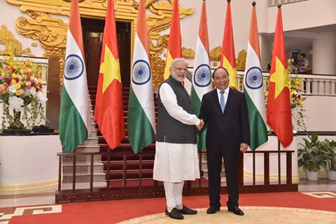 PM meets Obama on sidelines of EAS